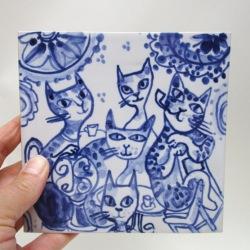 Hand painted Delft blue cat tile