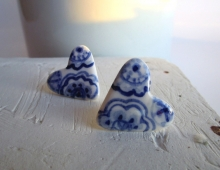 Heart shaped ear studs in Delft blue porcelain